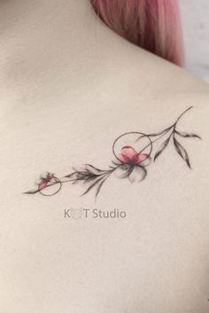 32 Enchanting Tattoo Design Ideas to Make Your Collarbone More Perfect! - Page 14 of 32 - GetbestIdea Little Tattoos, Mini Tattoos, Cute Tattoos, Beautiful Tattoos, Body Art Tattoos, Tatoos, Small Flower Tattoos, Small Tattoos, Color Bone Tattoo