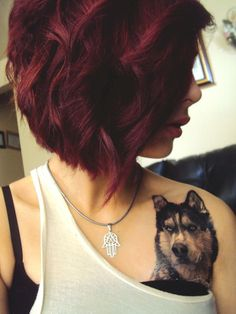 Dark red hair color is available in many different options you can consider for gorgeous and flattering look that does not come off too dramatic to you. Corte Y Color, Girl Haircuts, Trendy Haircuts, Hair Dos, Gorgeous Hair, Beautiful, Pretty Hairstyles, Red Hairstyles, Dyed Hair