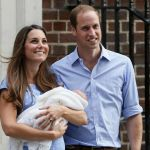 Kate Middleton Prince George Photos - Prince William, The Duke and Catherine, Duchess of Cambridge pose with their new baby boy outside the Lindo Wing of St Mary's Hospital in London. - Kate Middleton and Prince William Show Off Their Baby — Part 2 Prince Georges, Prince George Alexander Louis, Prince Charles, Duchess Kate, Duke And Duchess, Duchess Of Cambridge, Cambridge Düşesi, Princess Kate, Princess Charlotte