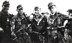 SS-Schütze Sepp Bund, SS-Unterscharführer Peter Koslowski, SS-Oberschütze Klaus Schuh dan SS-Schütze Günther Hamel (Panzergrenadiere)
