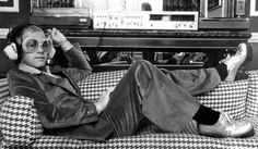 News Photo : British rock star Elton John listening to music. Rosemary Clooney, Louise Brooks, Steve Mcqueen, Amy Winehouse, James Dean, Playlists, David Bowie, Juliette Greco, Jazz