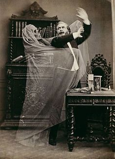 A Deliciously Creepy Victorian Halloween — The Raven & Black Cat - A Connoisseur's Compendium of Haunted Houses, Victorian Horror, and All Things Dark and Macabre. Photos D'halloween Vintage, Vintage Halloween Photos, Victorian Halloween, Photo Vintage, Halloween Pictures, Vintage Photographs, Victorian Era, Victorian Library, Victorian Photos
