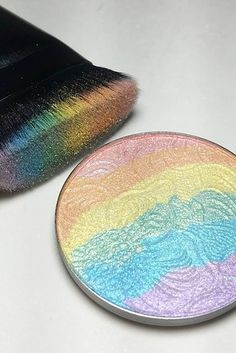 You might remember when everyone was losing their damn minds over this rainbow highlighter from Bitter Lace Beauty a couple weeks ago. | OMG, You Can Recreate That Rainbow Highlighter With Shit You Already Own