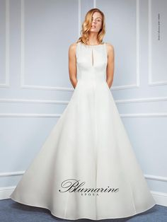 Visit the official Blumarine ® online store to see the latest fashionable looks. From apparel, accessories and shoes. Gorgeous Wedding Dress, Spring Summer 2016, One Shoulder Wedding Dress, Wedding Gowns, Bride, Formal Dresses, Shopping, Collection, Primavera Estate