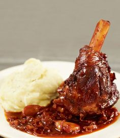 Slow cooker lamb shanks in a red wine sauce