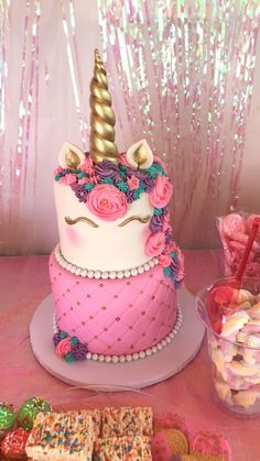 Creative Birthday Cake Ideas for Girls - Einhorn - Kuchen Bolo Tumblr, Unicorn Themed Birthday Party, Unicorn Birthday Cakes, Unicorn Themed Cake, Birthday Ideas, 5th Birthday, Creative Birthday Cakes, Unicorn Foods, Unicorn Cakes