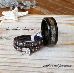 Rustic Wedding Rings Couples Women's Chocolate Engagement Ring & Men's Wedding Band Camouflage Black Tungsten Carbide Forest Camo Inlay Hunter Mens Rings Camouflage Wedding Ring Set Herren Band Verlobungsring Ehering Damen Paare Camo Ringe Country Wedding Rings, Wedding Ring Styles, Wedding Band Sets, Wedding Men, Country Rings, Wedding Couples, Hunting Wedding, Wedding Music, Forest Wedding