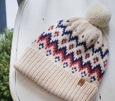 Loom Knitted Chinese Wave Stitch by Denise Canela (Loom Knitting Videos) - geceler Loom Hats, Loom Knit Hat, Loom Knitting, Knit Beanie, Knitted Hats, Knit Crochet, Crochet Hats, Baby Knitting Patterns, Hat Patterns To Sew