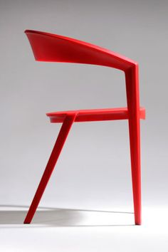 Cadeira ICZERO1, polímero com fibra de vidro co-injetada, de Guto Indio da Costa para a PNAPLES (design contemporâneo)