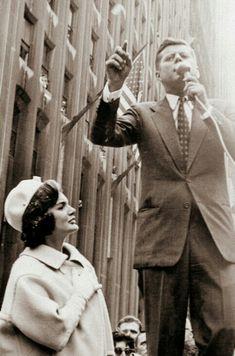 Jackie Kennedy Style, John Kennedy Jr, Jacqueline Kennedy Onassis, Familia Kennedy, Closer To The Sun, John Fitzgerald, American Presidents, Celebs, Celebrities