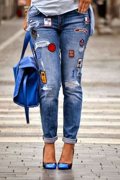 Boyfriend jeans with patches. Jean Moda, Jean Outfits, Casual Outfits, Birkenstock Outfit, Denim Fashion, Womens Fashion, Denim Ideas, Patched Jeans, Embroidered Jeans