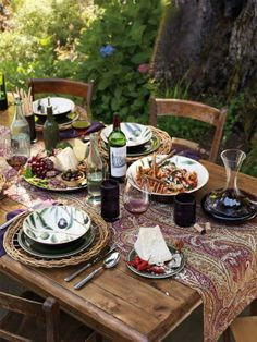Al fresco dining ideas: this looks like the perfect balance between relaxed and elegant!