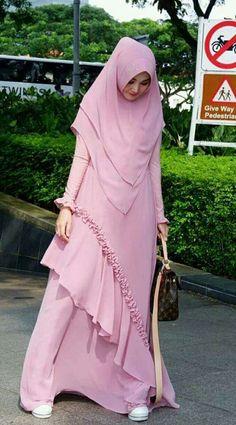 18 Ideas For Style Hijab Remaja Syari İslami Erkek Modası 2020 Hijab Dress Party, Hijab Style Dress, Hijab Chic, Casual Hijab Outfit, Moslem Fashion, Niqab Fashion, Fashion Dresses, Muslim Women Fashion, Islamic Fashion