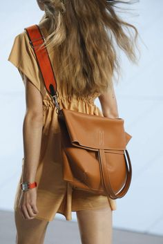 Find tips and tricks, amazing ideas for Hermes handbags. Discover and try out new things about Hermes handbags site Hermes Bags, Hermes Handbags, Luxury Handbags, Purses And Handbags, 2017 Handbags, Hermes Shoes, Clutch Handbags, Pink Handbags, Vintage Handbags
