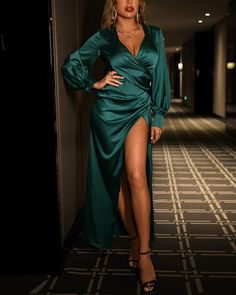 Maxi Wrap Dress, Dress Up, Maxi Dresses, Evening Dresses Online, Dress Online, Birthday Fashion, Robes D'occasion, Birthday Dresses, Sophisticated Style