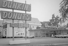Original Dunkin' Donuts on Southern Artery in Quincy, Massachusetts, Fun fact: It's still open today! I used to go to this DD all the time when I lived in Quincy. My kids had their first munchkins there! Donut World, Vintage Restaurant, Restaurant Photos, Boston Strong, Dunkin Donuts, Doughnuts, The Good Old Days, Back In The Day, New Hampshire