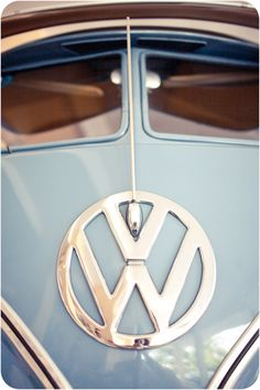 Blue front of split screen VW camper van Volkswagen Bus, T3 Vw, Location Camping Car, Vw Camping, Glamping, Combi Hippie, Vans Vw, Combi Split, Vw Caravan