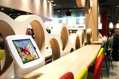 Weblib inaugure le premier McDonald's dédié à la famille à Vélizy 2 Digital Retail, Mcdonald, Find Picture, Customer Experience, Digital Marketing, Social Media, Electronics, Beginning Sounds, Food Menu