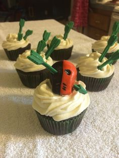 Green Arrow cupcakes