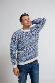 Our Snowstorm sweater will give you the cosiest feeling and comfort in the winter season due to the functionalities of merino wool. Merino Wool Sweater, Outdoor Life, Winter Season, Snowboard, Highlight, Ski, Christmas Sweaters, Winter Outfits, Men Sweater
