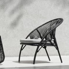 There are some pieces of patio furniture that should be on every patio. However, remember to get styles that reflect the over all look you want your patio to have and your personal style. Balcony Furniture, Wicker Furniture, Cool Furniture, Outdoor Furniture, Outdoor Balcony, Outdoor Chairs, Dining Chairs, Schmidt, New Interior Design