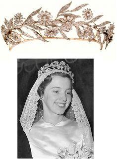 Alison Reid married Neil Primrose, 7th Earl of Rosebery on 22 January 1955, wearing his family's daisy tiara.