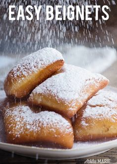 It's easy to make these Authentic New Orleans Beignets! Fluffy, light and delicious these homemade fried beignets taste amazing. Beignets Recipe Easy, New Orleans Beignets Recipe, Donut Recipes, Real Food Recipes, Cooking Recipes, Yummy Food, Köstliche Desserts, Dessert Recipes, Resepi Donut