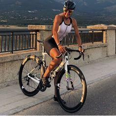 Cycling Girls, Cycling Art, Road Cycling, Road Bike, Women's Cycling Jersey, Cycling Jerseys, Female Cyclist, Cycle Chic, Bicycle Girl