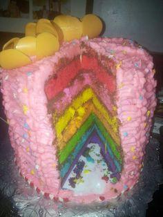 Torta arco iris con flores de chocolate sabor naranja :-)
