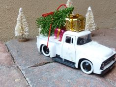 Christmas decor for a small space snowy pickup truck. by SueSouk