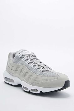 fee64db716c Tendance Chausseurs Femme 2017 - Nike Air Max 95 Trainers in Granite -  Urban Outfitters