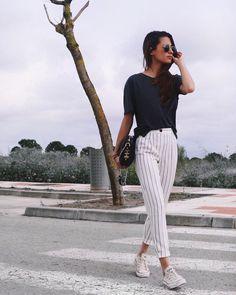 """13.9 k mentions J'aime, 142 commentaires - María Valdés (@marvaldel) sur Instagram : """"Os gustan tanto como a mí los jeans??? (creo que tengo obsesión por esta prenda)"""""""