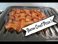 Bacon Crust Pizza is easy and delicious! Bacon is no longer just a topping for your pizza - - it should be the crust, too! So yummy! Try it today! Bacon Videos, Crust Pizza, Green Beans, Chicken, Vegetables, Easy, Recipes, Food, Essen