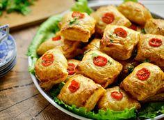 Hete tonijnpakketjes (bladerdeeg) | Kookmutsjes Croissants, Pretzel Bites, High Tea, Easy Peasy, Quiche, Donuts, Tapas, Food And Drink, Snacks
