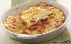 Potatoes au gratin with gruyere, ham and cheese Veggie Dishes, Food Dishes, Cookbook Recipes, Cooking Recipes, My Favorite Food, Favorite Recipes, Greek Dinners, The Kitchen Food Network, Georgian Food