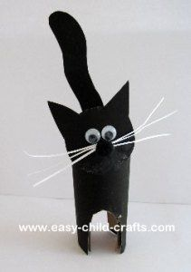 Cat made from a toilet paper roll.