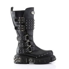 Steampunk boots and shoes for ladies and men. All price ranges and styles from classic Victorian to punk, gothic, and retro. Smart Casual Outfit Summer, Mens Smart Casual Outfits, Coachella Outfit Men, Mens Suit Colors, Steel Cap Boots, Mad Max Costume, Black Lace Boots, New Rock Boots, Steampunk Boots