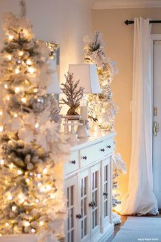 Welcome To An Inspiring Christmas Home Night Tour On The Happy New Year Cone Christmas Trees, Gold Christmas Decorations, Magical Christmas, Holiday Tree, Beautiful Christmas, Christmas Home, Christmas Holidays, Christmas Wreaths, Holiday Decor