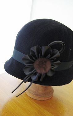 Ooo, must trim my latest cloche like this.  So cute.