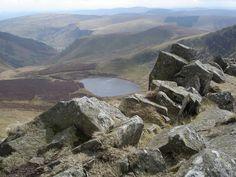 Looking down to Llyn Lluncaws from Cadair Berwyn Mountain Range, Mountains, Nature, Travel, Naturaleza, Viajes, Destinations, Traveling, Trips