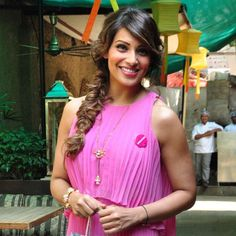 [Pretty in Pink] Bipasha Basu supports the 2015 Pinkathon dressed for the occasion in a pink BCBGMAXAZRIA maxi dress and ISHARYA Hampi statement cuff.
