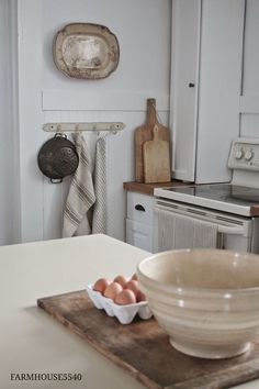 Hanging towels and cutting boards against wall near stove Farmhouse Interior, Farmhouse Kitchen Decor, Farmhouse Chic, White Farmhouse, Shabby, Wabi Sabi, Vie Simple, Up House, Farm House