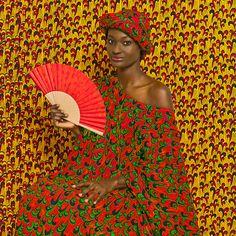 La galerie du jour agnès b. vient d'inaugurer sa première exposition de l'année. Elle y rassemble deux expositions et trois photographes : la première Studio - portrait(s) avec les œuvres de Malick Sidibé et de Omar Victor Diop et la seconde Night Porter & Sandy Hill du britannique Chris Shaw.