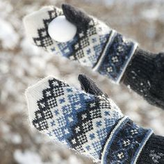 "Вязание. Жаккард - ""Зимняя радуга"" Mittens Pattern, Knit Mittens, Knitted Gloves, Knitting Socks, Hand Knitting, Knitting Patterns, Wrist Warmers, Hand Warmers, Fingerless Mitts"
