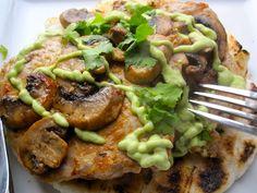 Arepa con Cerdo,Champi& y Salsa de Aguacate(Arepa with Pork, Mushrooms and Avocado Sauce) latinamericanfood Fun Easy Recipes, Healthy Recipes, Yummy Recipes, Recipies, Yummy Food, Kitchen Recipes, Cooking Recipes, Cooking Ideas, Colombian Cuisine