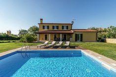 Villa Danelon  Smaakvol ingerichte villa net buiten Porec met ruime tuin en een fijn zwembad  EUR 1069.42  Meer informatie  #vakantie http://vakantienaar.eu - http://facebook.com/vakantienaar.eu - https://start.me/p/VRobeo/vakantie-pagina
