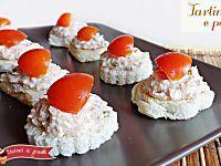 Tartine al tonno e pomodorini | Ricetta tartine aperitivo veloci