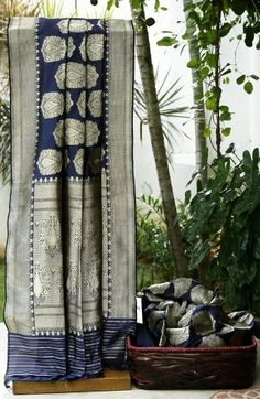 Navy blue textured Banarasi silk with floral motifs and border in silver zari......gives off such an antique vibe...... sigh!!