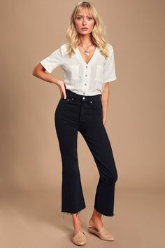 The Levi's Ribcage Black High Rise Cropped Flare Jeans are begging to be paired with your favorite pair of mules! Cute crop flare jeans with a high-waisted fit. Cropped Jeans Outfit, Flare Jeans Outfit, Cropped Flare Pants, Kick Flare Jeans, Black Cropped Pants, Crop Flare, High Waisted Black Jeans, High Waisted Flares, High Jeans