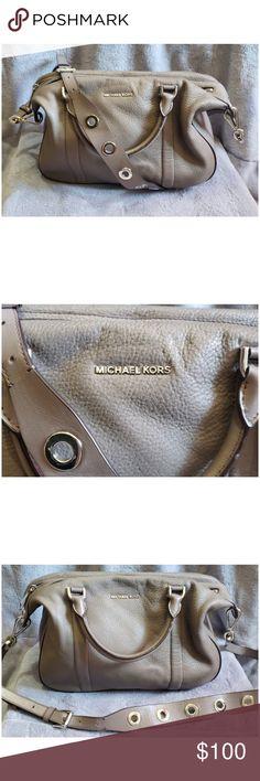 b783377b5da7 Michael Kors Shoulder Bag Grey Michael Kors leather shoulder bag. Removable  grommet strap Bag measures